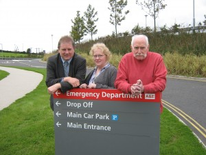 Cllr Enright (left) with wife Brenda and hospital campaigner Dick Shannon