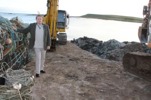 NI Water puting new sewage outfall pipe on Ballyhornan Beach Dec 2013